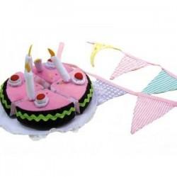 Guirnalda de tela y pastel de cumpleaños